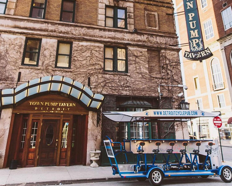 Detroit Rolling Pub Pedal Pub Tour Of Detroit Michigan